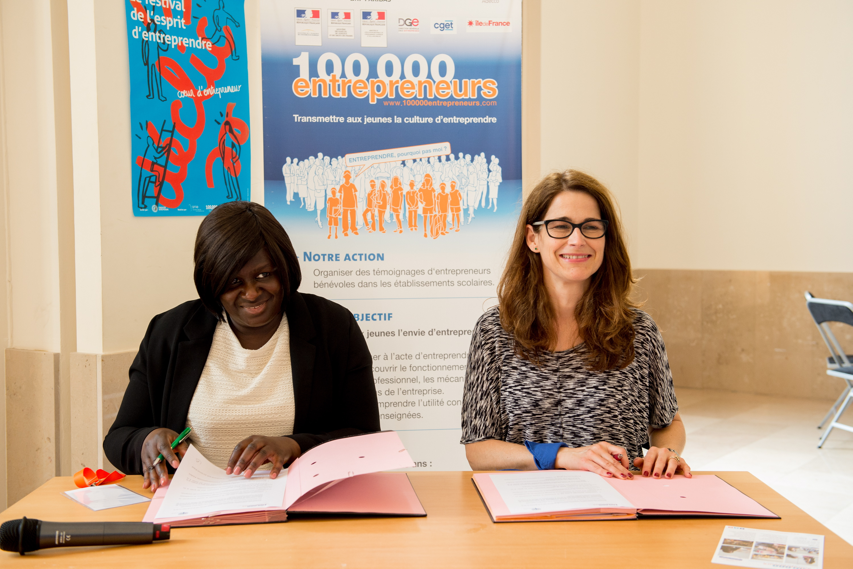 Cécile Barry, Présidente Action'Elles et Béatrice Viannay-Galvani, déléguée générale 100000 Entrepreneurs ©Gaël Dupret/MaxPPP